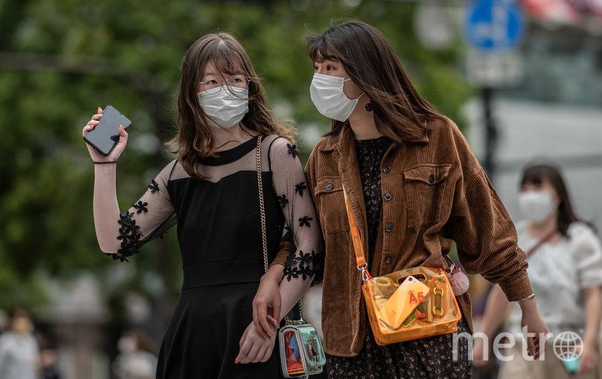 Японцы продолжали выходить на улицу даже после объявления ЧС. Фото Getty