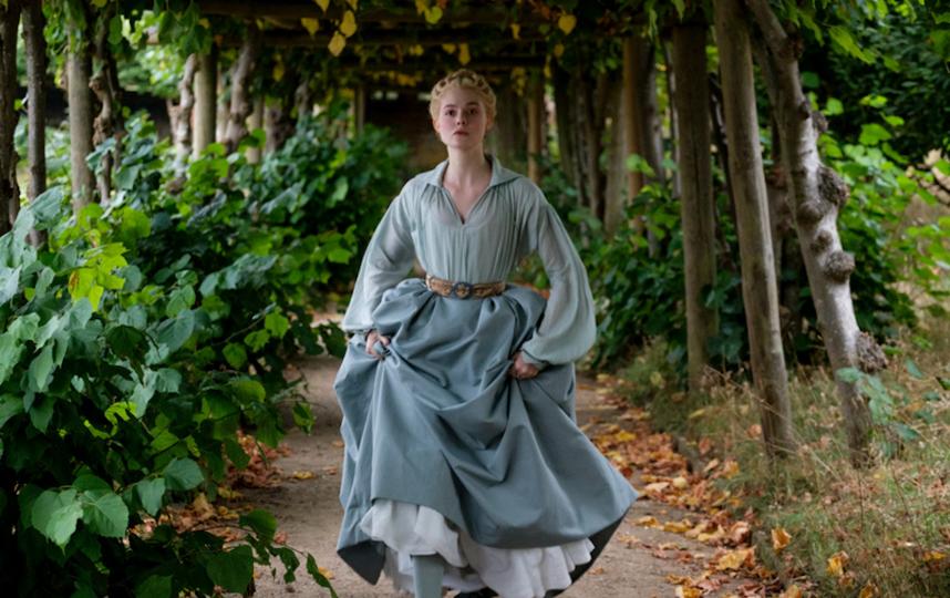 Эль Фаннинг в образе Екатерины II. Фото кадр из сериала