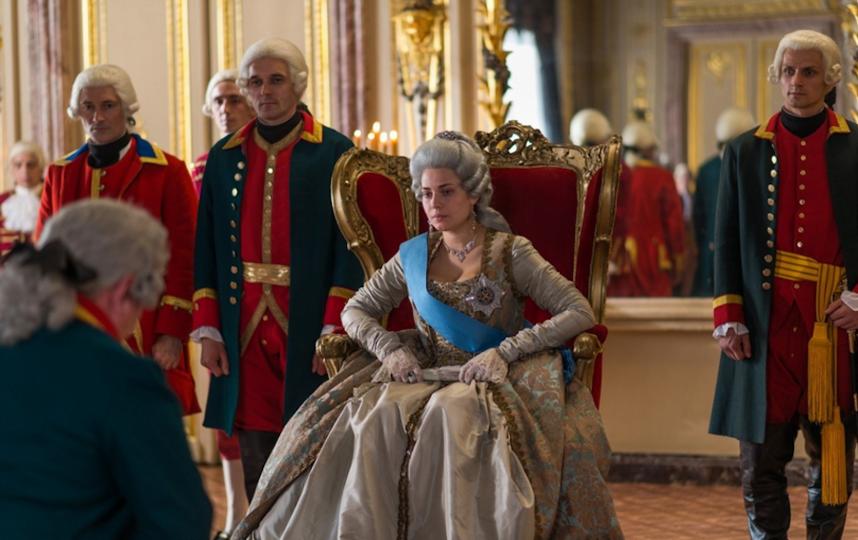 Юлия Снигирь в образе Екатерины II. Фото кадр из сериала