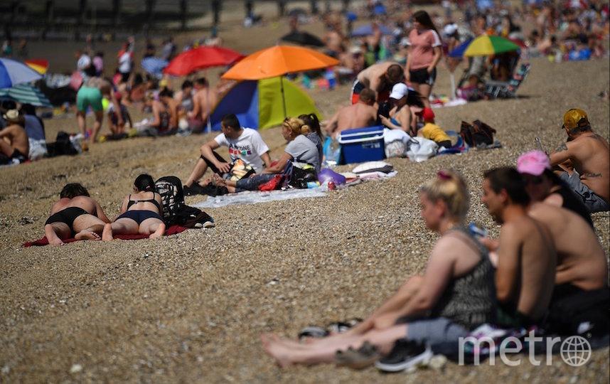 Так 25 мая выглядят британские пляжи. Фото AFP