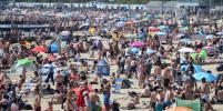 Британцы оккупировали пляжи и забыли о дистанции: фото