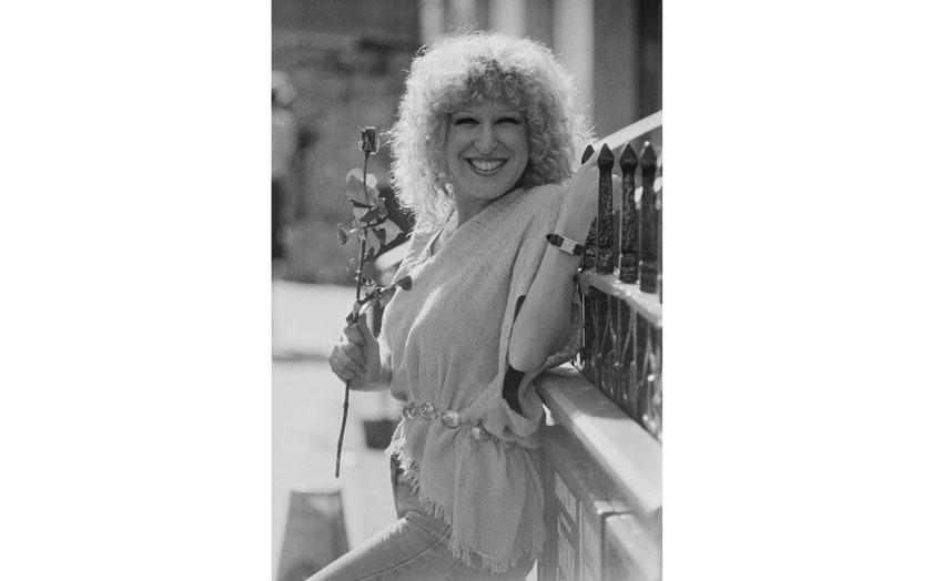Бетт Мидлер в 1978 году. Практически такой же (только в цвете) ее помнят киноманы 90-х. Фото Getty