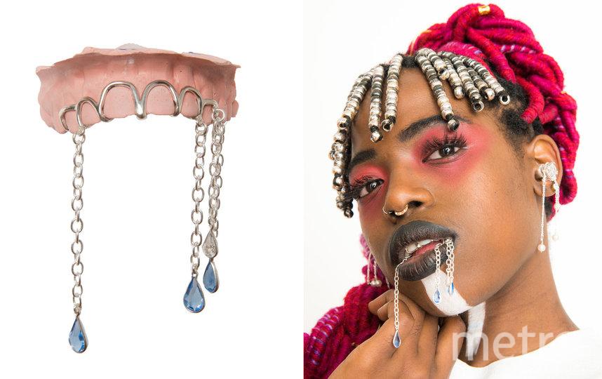 """И особенно необычно смотрятся массивные украшения для зубов с подвесками. Фото Предоставлено интернет-магазином, """"Metro"""""""