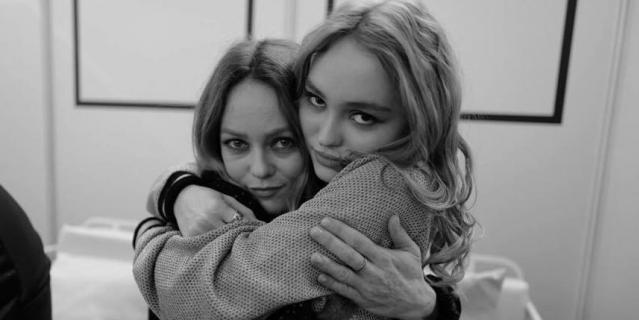 Ванесса Паради и Лили-Роуз Депп.