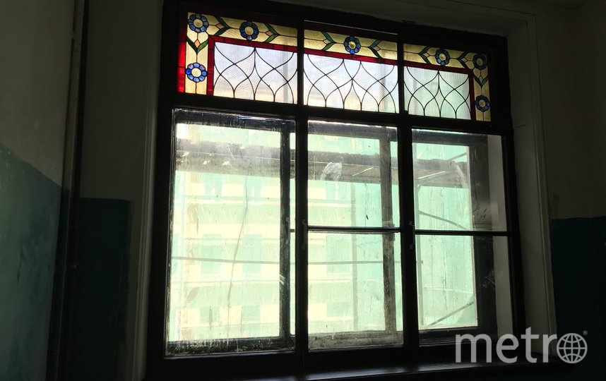 Окно до и во время ремонта. Фото mytndvor, vk.com