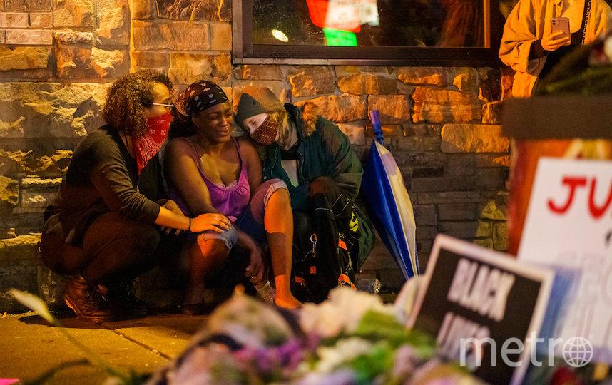 Девушка погибшего. Фото AFP