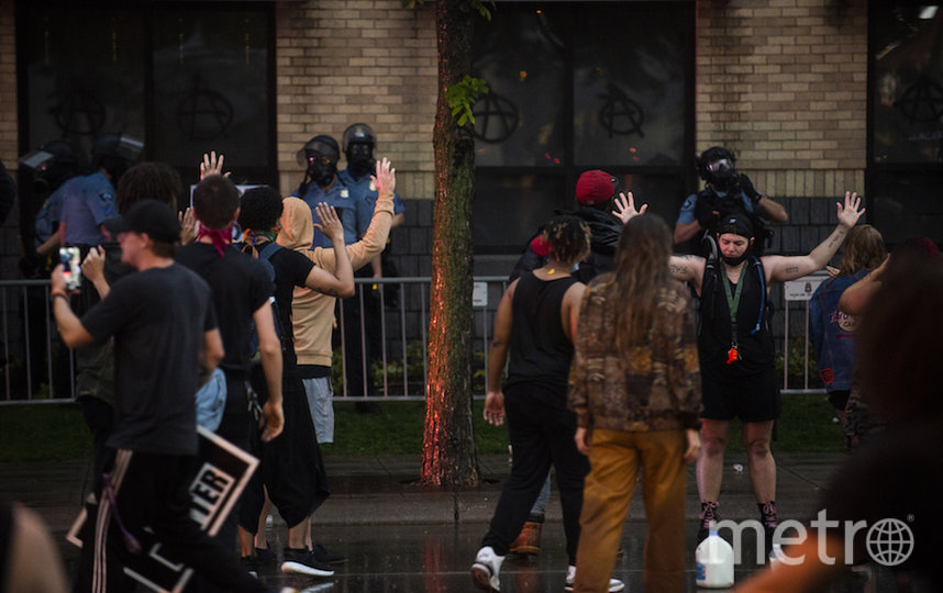 В США люди вышли на улицу и требуют наказания для полицейских. Фото AFP