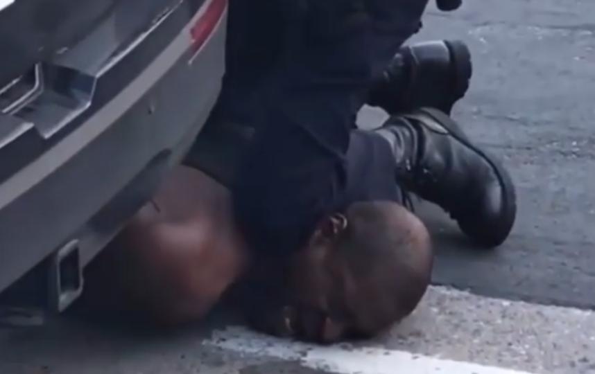 Момент задержания Джорджа Флойда. Фото скриншот с видео