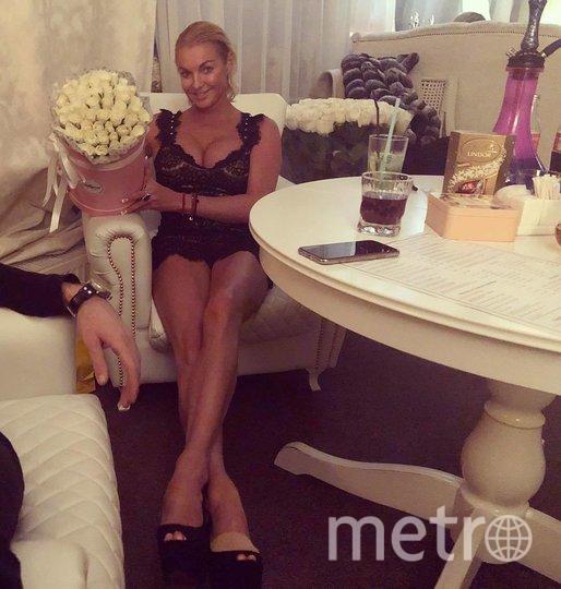 "Анастасия и рука любимого. Фото www.instagram.com/volochkova_art/, ""Metro"""