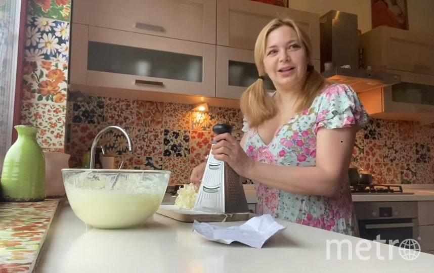 Ирина Пегова готовила пирог всей семьей. Фото instagram.com