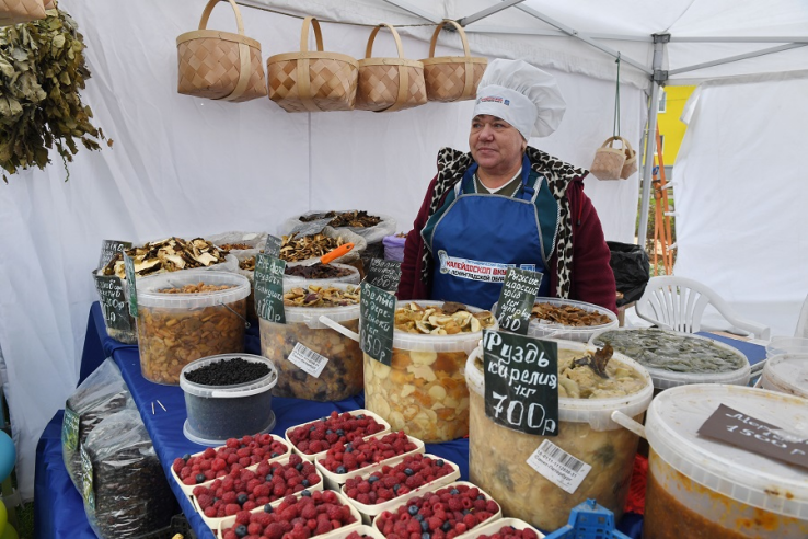 Рынки - работают, ярмарки - с ограничениями. Фото lenobl.ru