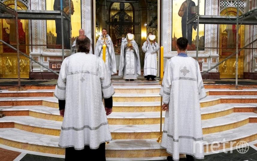 Во время божественной литургии, в честь празднования Вознесения Господня, в Кафедральном соборе Христа Спасителя. Фото РИА Новости