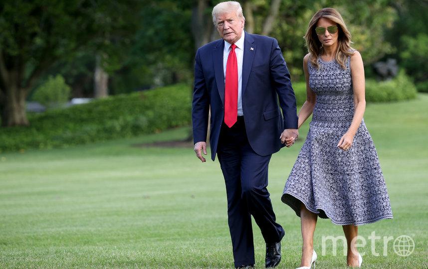 Из Белого дома Мелания и Дональд вышли вместе, держась за руки. Фото AFP