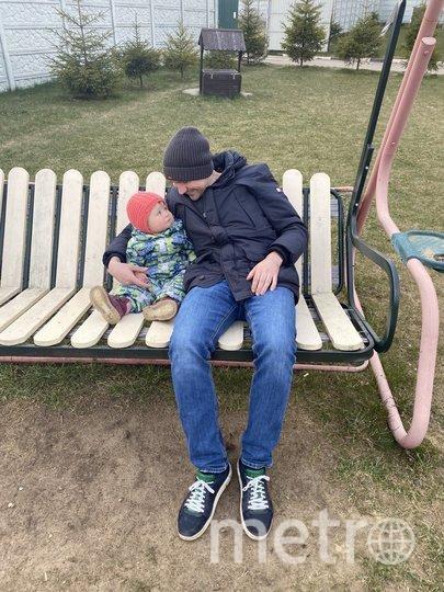 """Николай приехал к жене и ребёнку из ковидной больницы. Фото из личного архива Марины Чмутовой, """"Metro"""""""
