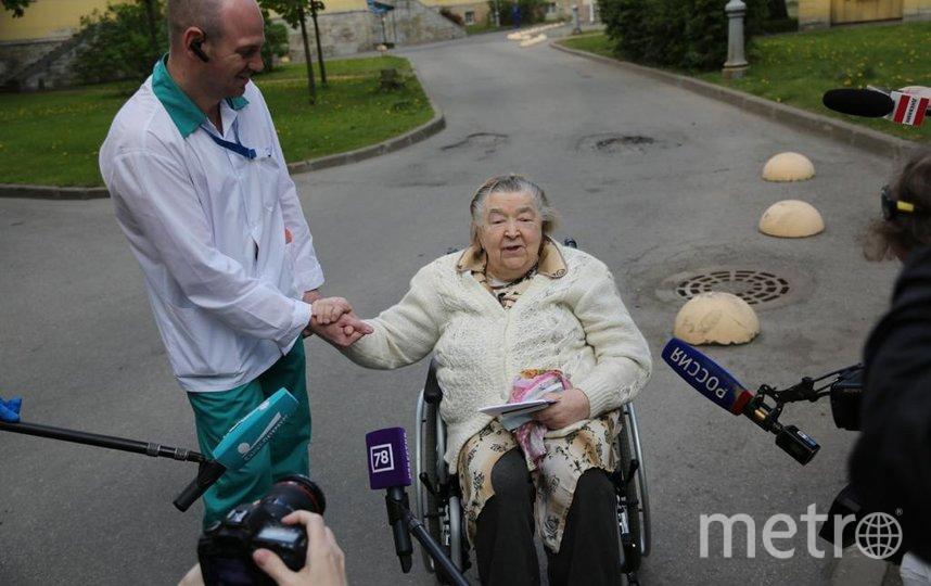 85-летнюю петербурженку выписали из больницы после перенесённого коронавируса. Фото komzdravspb, vk.com