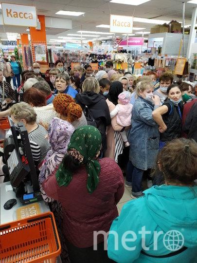 Давка в магазине. Фото Елена Пешкова