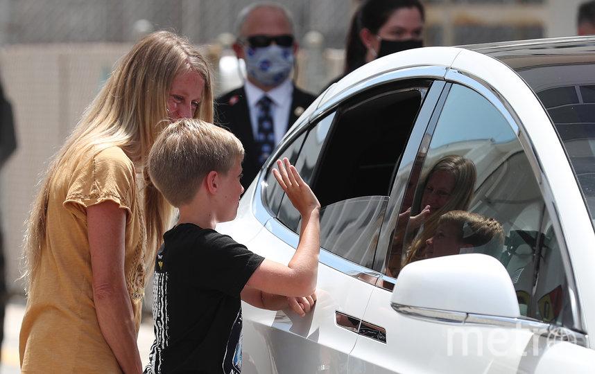 Супруга Дага Хёрли Карен и их сын Джек. Фото AFP