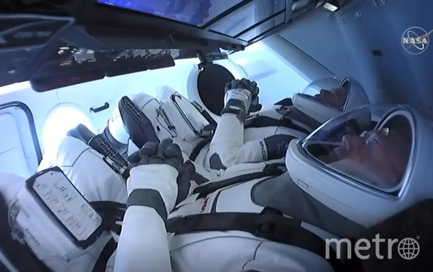 Корабль Crew Dragon доставит на станцию двух астронавтов – Дага Хёрли и Роберта Бенкена. Фото AFP