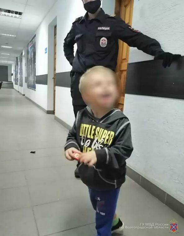 На вид малышу четыре или пять лет. Фото  пресс-служба ГУ МВД России по Волгоградской области