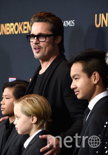 Брэд Питт с дочкой и сыновьями. Фото Getty