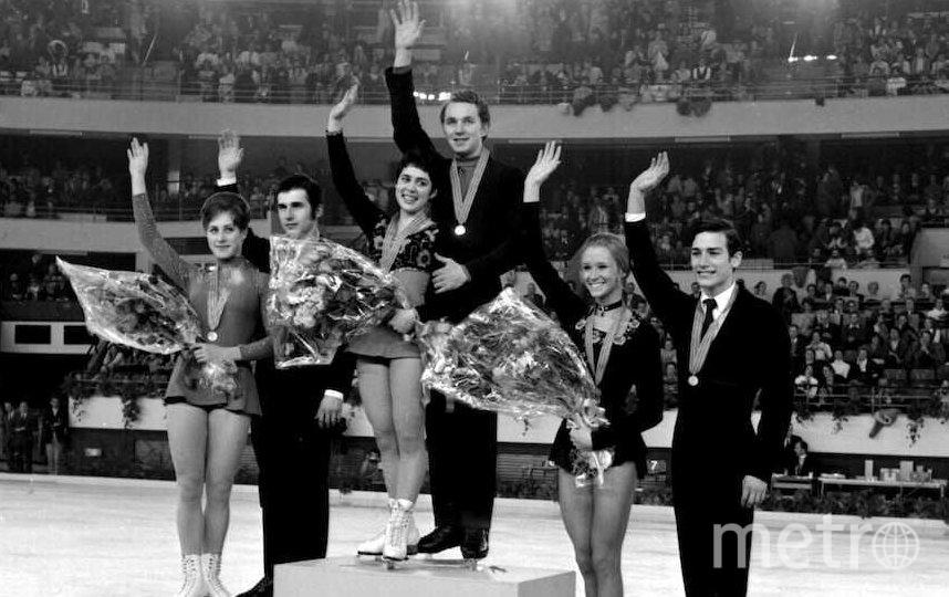 Ирина Роднина и Сергей Уланов (в центре). Фото Getty