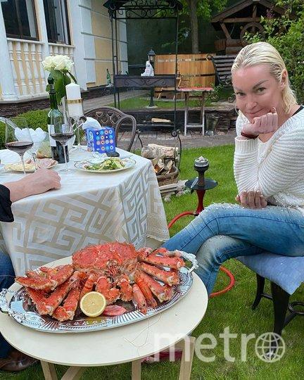 Анастасия Волочкова с возлюбленным. Фото instagram.com/volochkova_art.