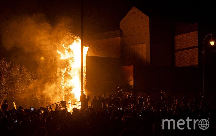 Поджог полицейского участка в Миннеаполисе 28 мая 2020 года. Фото Getty