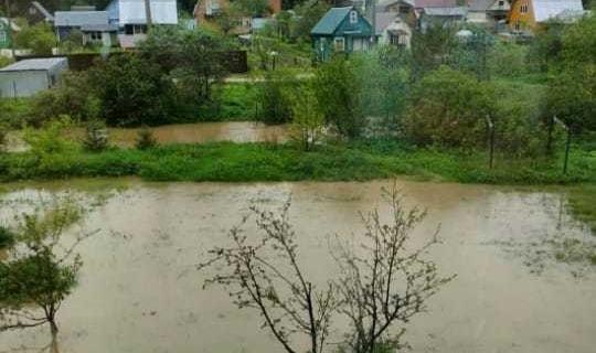 СНТ под Сергиевом Посадом частично ушло под воду.