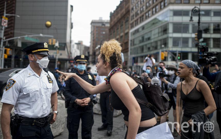 Протестующие из-за гибели афроамериканца Джорджа Флойда от рук полицейских вышли на акции протеста во многих городах, в том числе и у стен Белого дома. Фото AFP