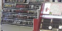 Помаду руками не трогать: в магазинах косметики убрали все пробники