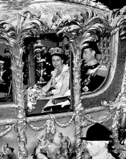 Королева Елизавета II в день коронации. Фото Instagram @theroyalfamily
