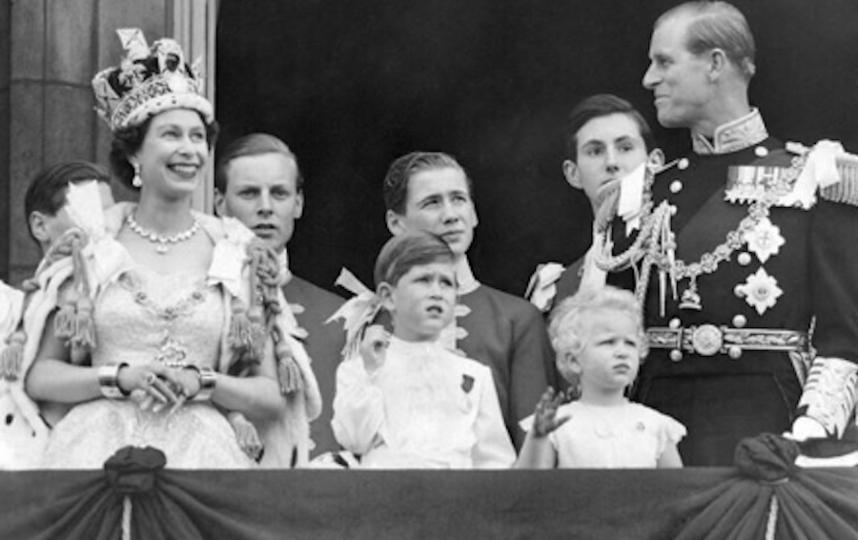 Королева Елизавета II с семьей в день коронации. Фото Instagram @theroyalfamily