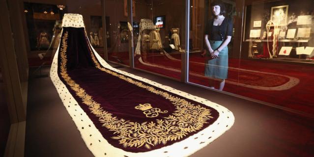 Мантия Елизаветы II для коронации.