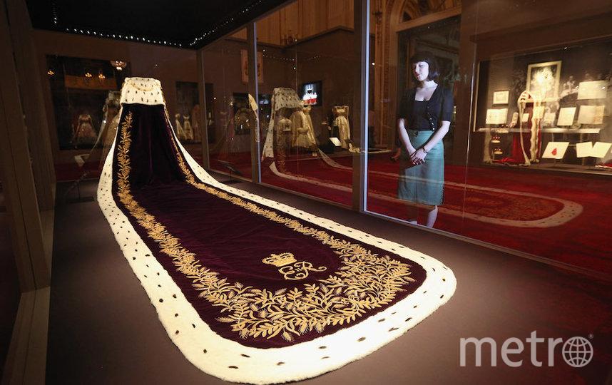 Мантия Елизаветы II для коронации. Фото Getty