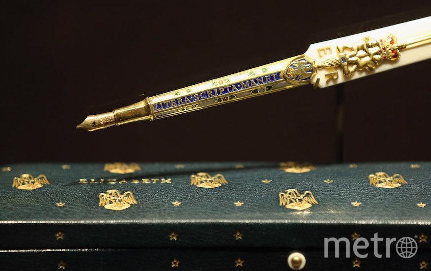 Ручка, которой Елизавета II подписывала документы в день коронации. Фото Getty