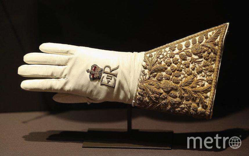 Перчатка Елизаветы II, которую она надевала в день коронации. Фото Getty