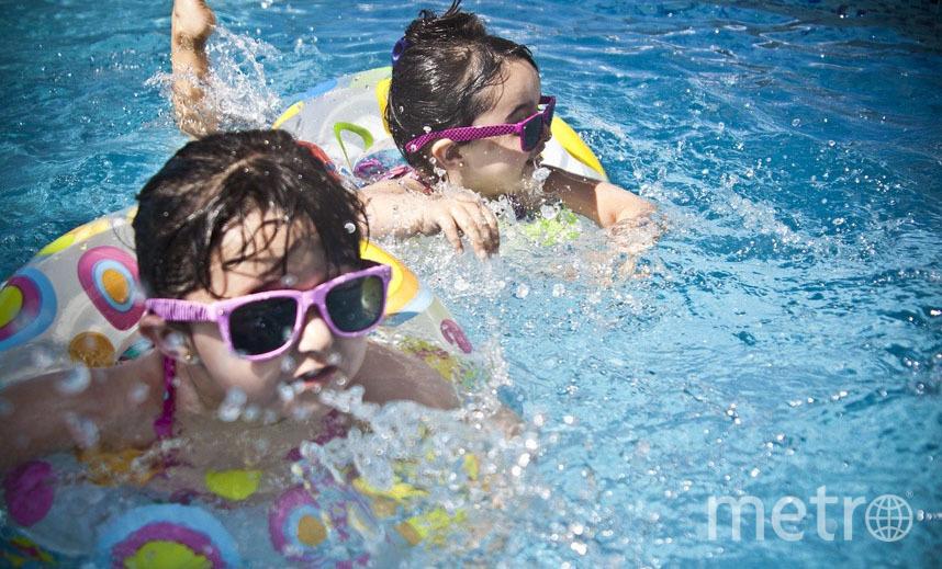Бассейн - прекрасный способ развлечь детей. Если повезет с погодой... Фото Pixabay
