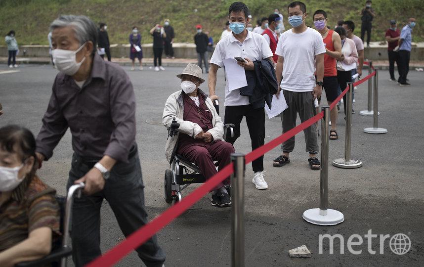 Уханьцы выстраивались в очередь, чтобы сдать тест. Фото Getty