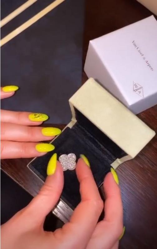 Ольга Бузова получила от любимого подарок. Фото Instagram: @buzova86