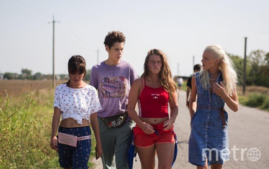 """""""Чики"""" - это история о Жанне, Марине, Люде и Свете - четырех подругах из маленького городка. Кадр из фильма. Фото НМГ Студия, Марс Медиа, """"Metro"""""""