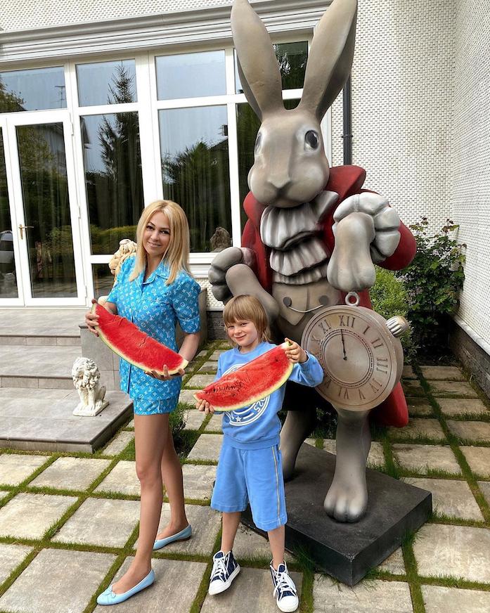 """45-летняя бизнесвумен винит во всём скандальную статью в издании """"СтарХит"""". Фото instagram.com/rudkovskayaofficial"""