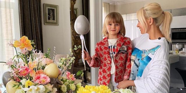 Также продюсер опубликовала в профиле фото с сыном и призвала принять в России закон, запрещающий СМИ писать о несовершеннолетних детях без согласия родителей.