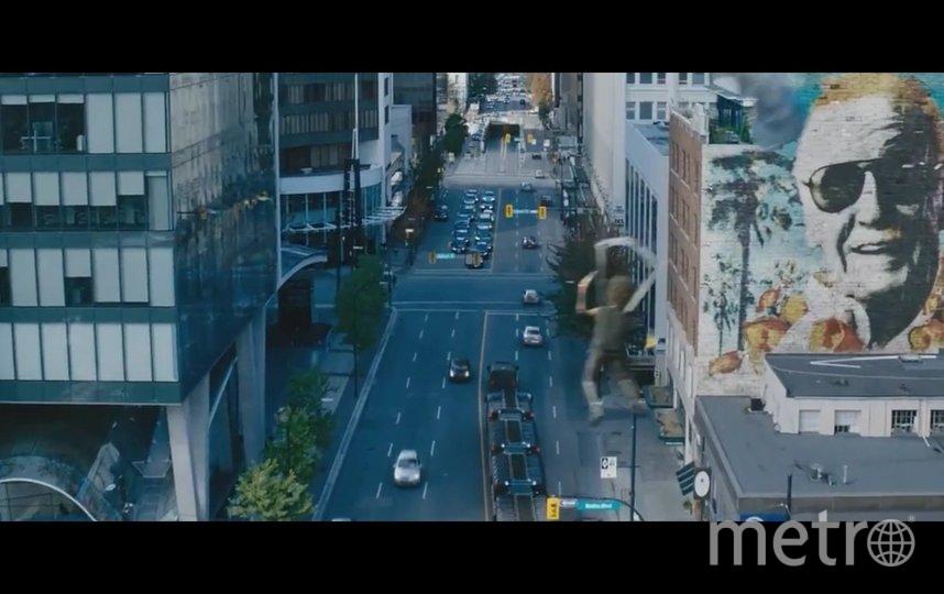 """Вот так Стэн Ли появился в фильме """"Дэдпул 2"""". Фото скриншот из фильма """"Дэдпул 2"""""""