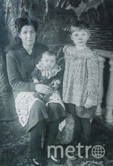 """1951 год. Вера Фертова с дочерьми Люсей и Леной. Фото предоставлены Людмилой Макаровой, """"Metro"""""""