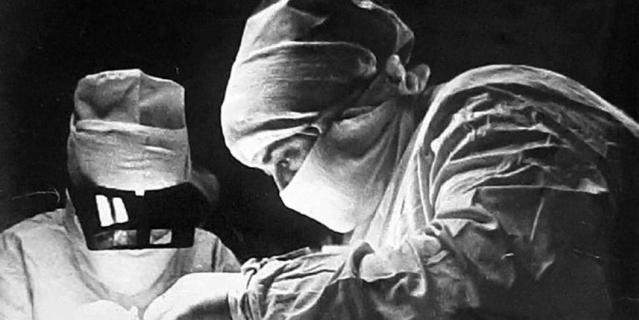 Нинель Зоря работала врачом более 30 лет, она оперировала людям глаза.