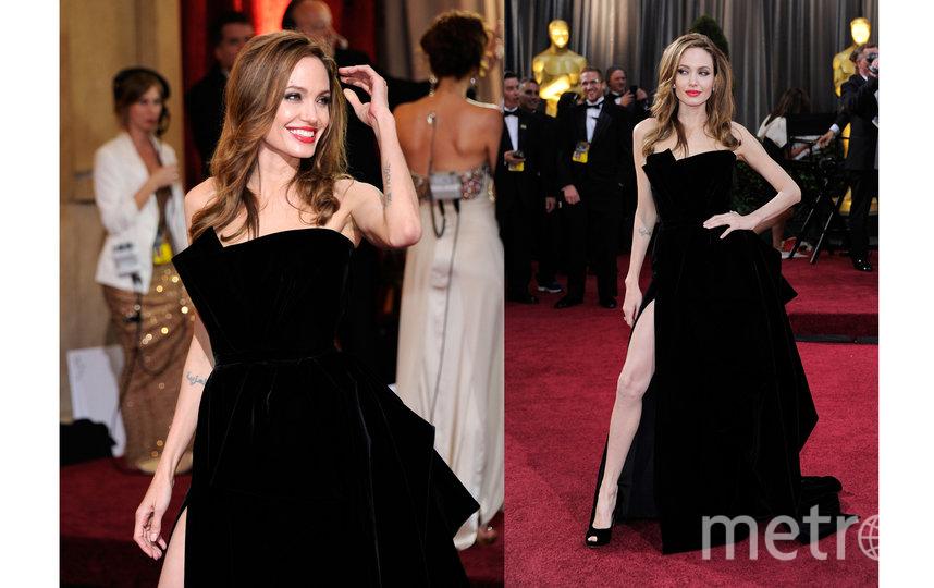 """Джоли в легендарном платье Versace, которое она надела на 84-ю церемонию """"Оскар"""" в 2012 году. Фото Getty"""