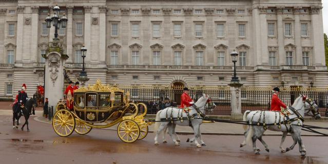 Королевская карета у Букингемского дворец.