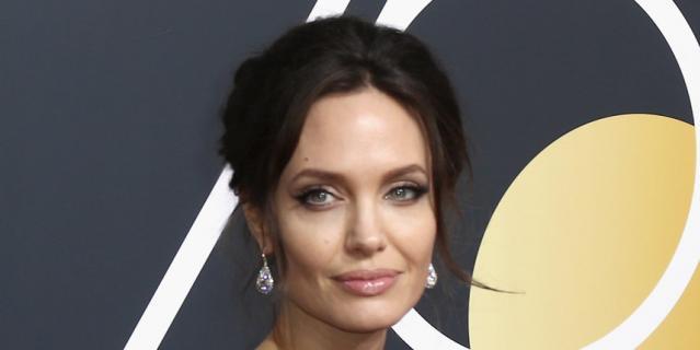 """Анджелина Джоли на премии """"Золотой Глобус"""" в 2018 году."""