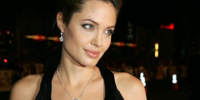 А это – настоящая Анджелина Джоли.