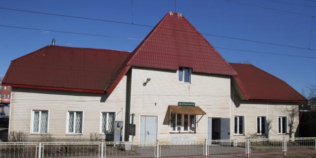 Старинный вокзал в Токсово после ремонта в 2008 году.